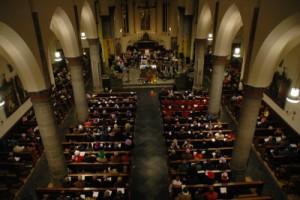 Opening carnaval 2014 - Een volle kerk bij de Carnavalsmis crop