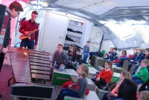Volop interesse voor klassieke muziek, zelfs bij de jongste leerlingen van OBS de Trumakkers (c) foto margot van den boer