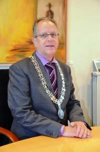 Burgemeester Paul Verhoeven met ambtsketen