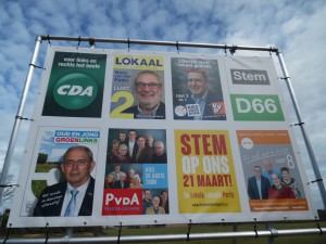 De verkiezingsposters bijeen op de gemeentelijke 'borden' (c) margot van den boer