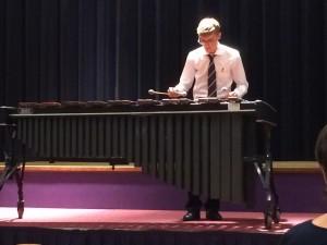 Matthijs de Wit op zijn marimba