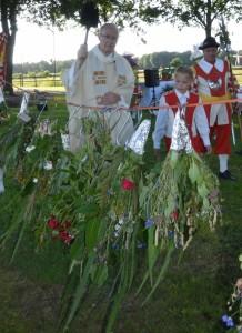 Pater van Meijl wijdt de Sint Janstrossen